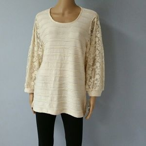 Hannah Cream and lace tunic sweater. Size Small